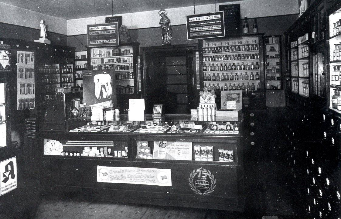 Stadtapotheke Inneneinrichtung ca. 1920